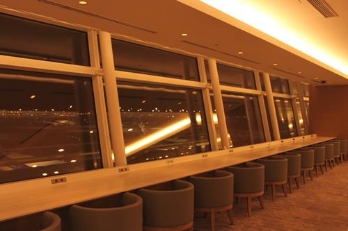 空港の夜景を眺めてのんびりするならこの席