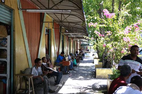 フィリピーノマーケット前