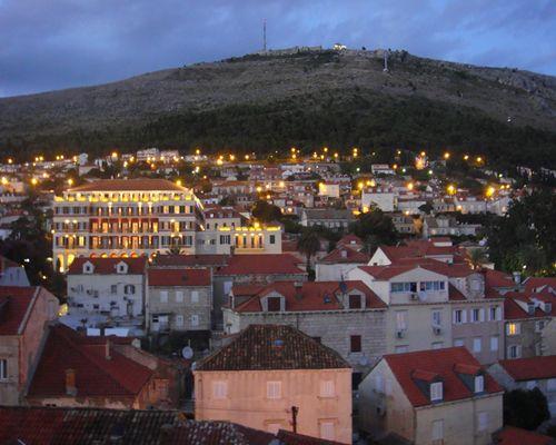 世界遺産ドブロブニクの夜の美しい風景