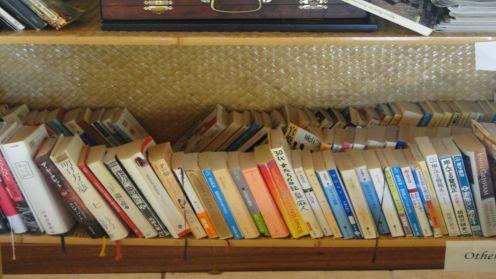 なんと日本語の本もこんなに!