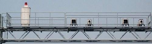 スピード監視カメラ