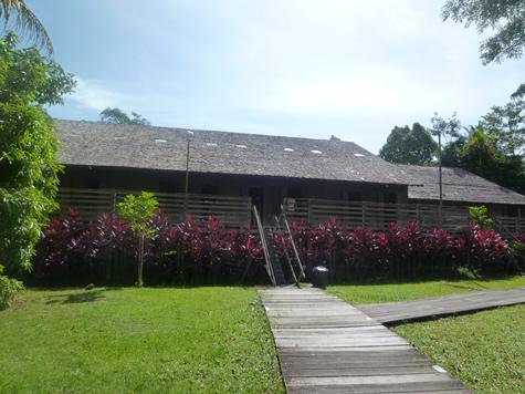 イバン族ロングハウス