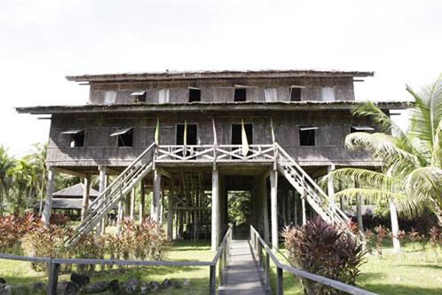 メラナウ族トールハウス