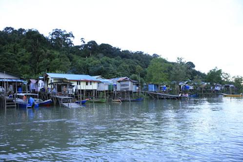 川沿いの村