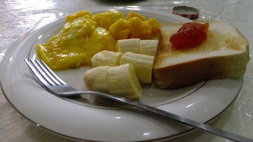 朝食はマンゴーが美味しい
