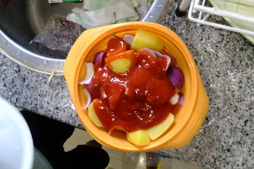 トマトソースで味付け