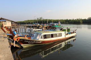 港からボートでクラダン島へ