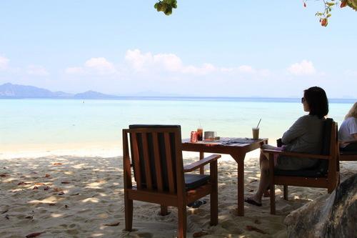 昼食は海を見ながら