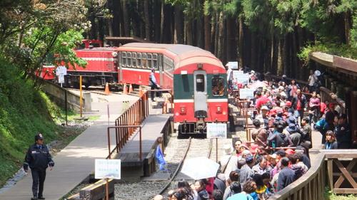 神木駅に入る列車