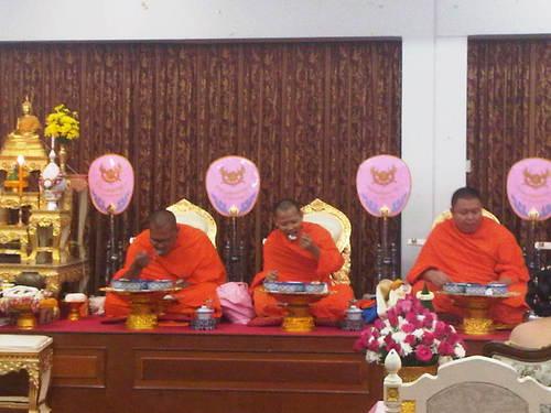 僧侶の朝食2