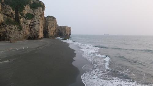 旗津半島の星空隧道を抜けると砂浜に出る