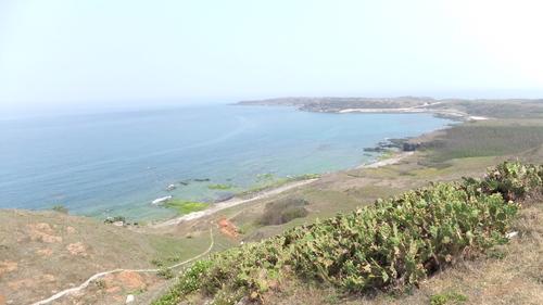 望安嶼の高台から海岸線を望む