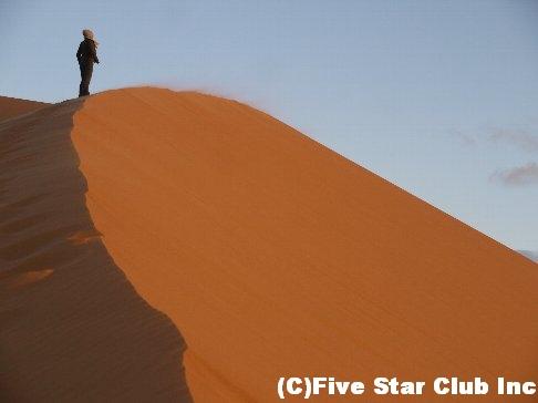吹き飛ぶ砂