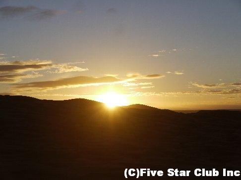 砂漠日の出