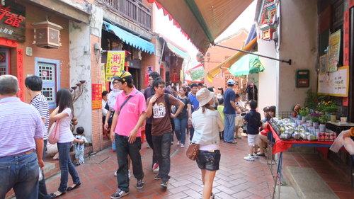 老街は観光客に人気の通り