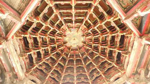 龍山寺の八卦藻井(八角形の天井)