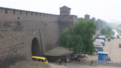 平遥の城壁は当時の状態を残している