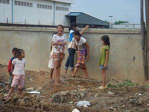 ゴミ山で生きる子どもたち