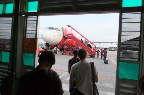 搭乗は機体近くまで歩いていく