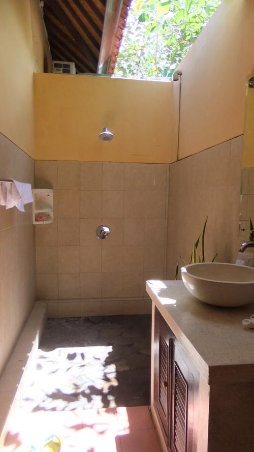 オープンエアーのバスルーム