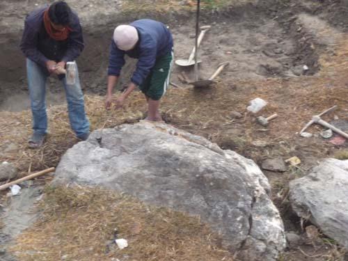 石を割る 1