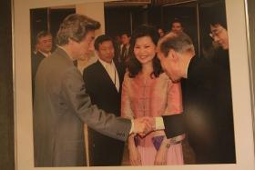小泉元首相もカニカレー食べたよ