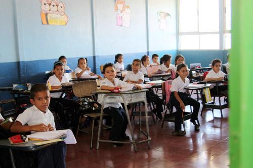 コスタリカ 小学校の授業風景