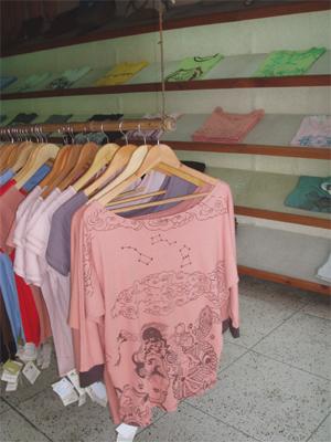 Earthy Nepal Tシャツ