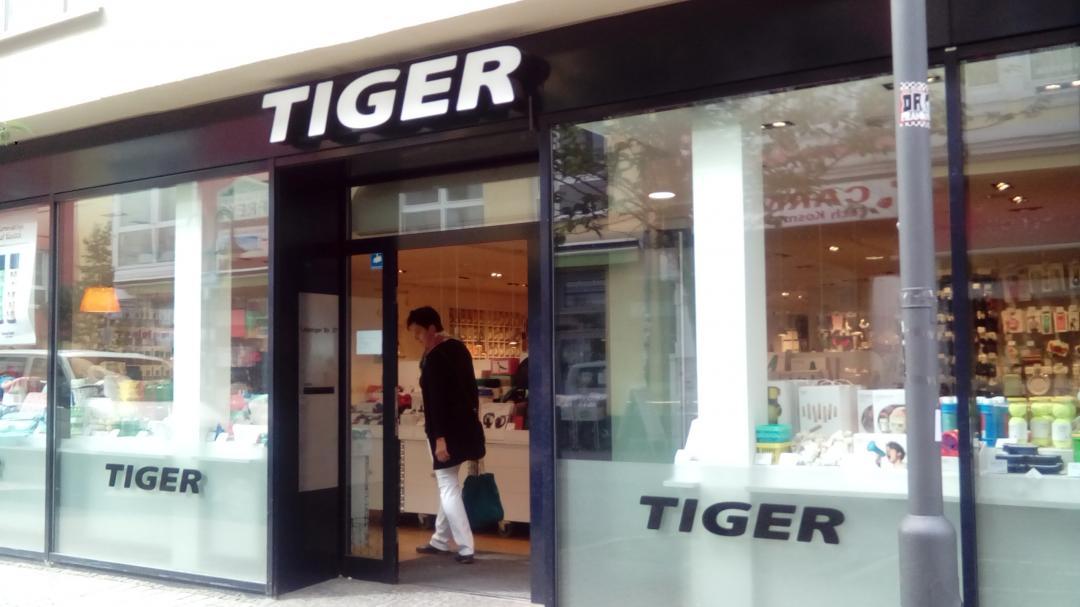 の フライング タイガー 近く