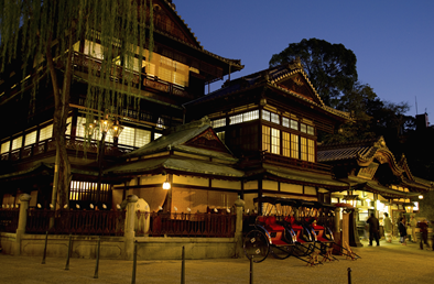 日本最古の温泉のひとつ!伝説が残る道後温泉で癒やされ旅♪